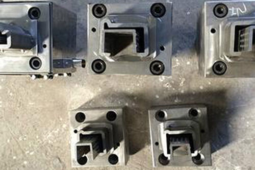 Plastic-extrusion-tooling